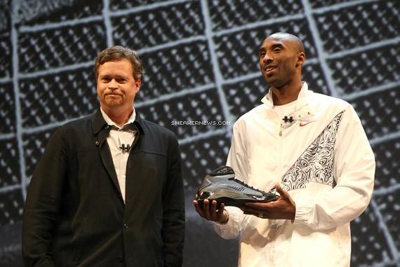 Nike Hyperdunk - Lightest & Strongest Basketball Sneaker Ever