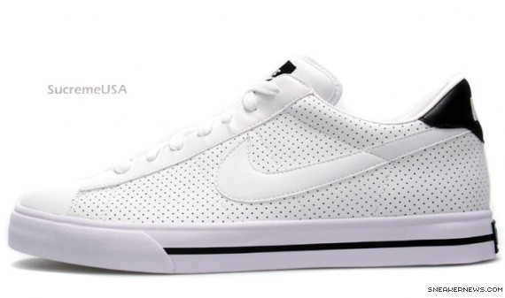 all white nike tennis shoes