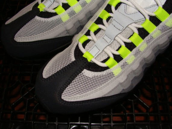 Nike Air Max 95 Neon is Back! 2008 Quickstrike