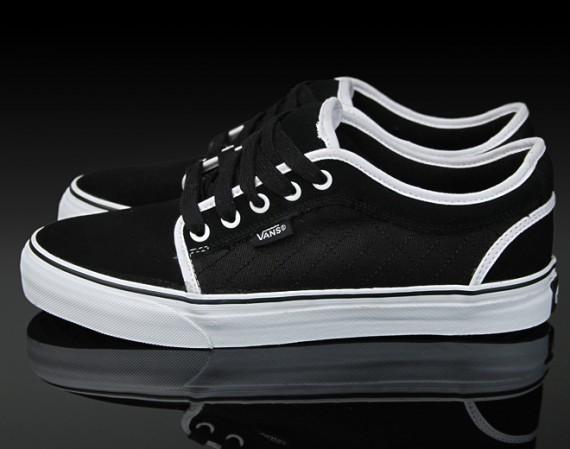 all black chukka low vans black