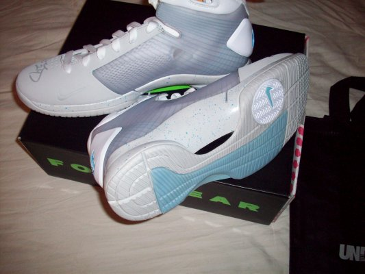 Nike Hyperdunk - McFly - Signed by Kobe Bryant