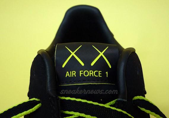 Kaws Air Force 1 - In Detail