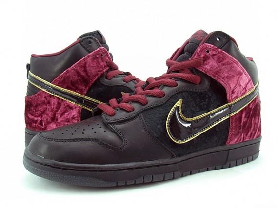 the latest 2b675 ea727 Nike Dunk High SB Premium - U2 Bloody Sunday - SneakerNews.c