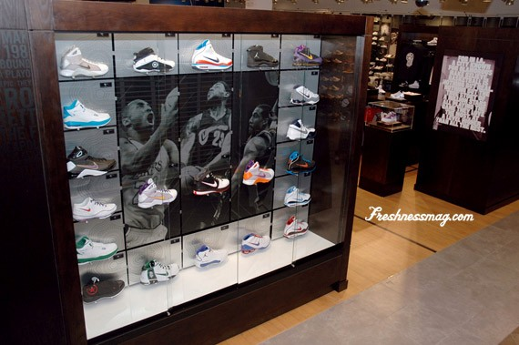 House of Hoops Los Angeles - Beverly Center Mall - SneakerNews.