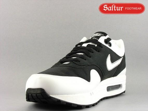 nike air max 1 black and white