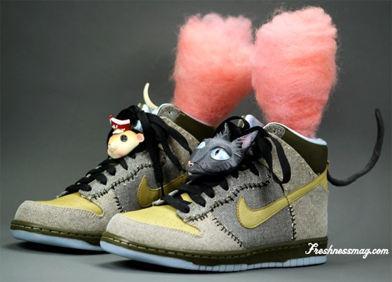 watch 44b8a f0083 Nike x Coraline Dunk - Movie Props Edition