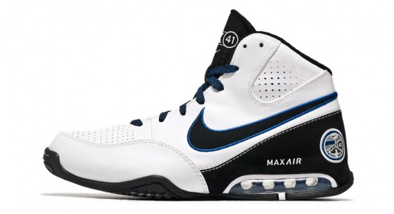 Nike Air Max Spot Up Dirk Nowitzki PE Playoff Pack