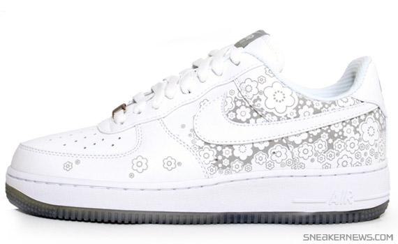 Nike Womens Air Force 1 - Sakura - White Metallic Silver ... 8c7a70dfda
