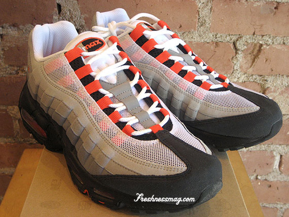 nike air max 95 black and team redemption