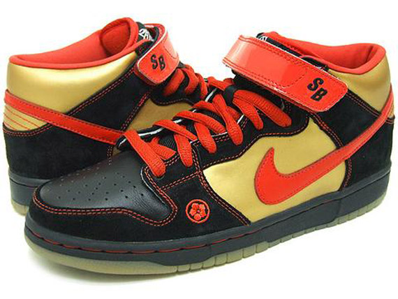 dunk-mid-sb-money-cat-02. Color: Black/Chile Red