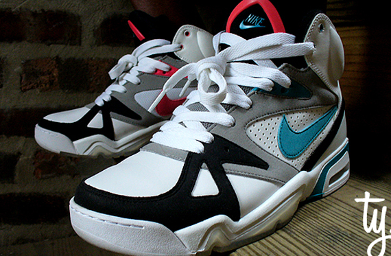 f45d3a3a35cc Nike Air Hoop Structure – OG Air Structure Triax 91 Colorway – Holiday  09