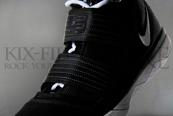 b5d7da753b3 Nike Zoom LeBron Soldier III XDR - Outdoor Pack - Black - White ...