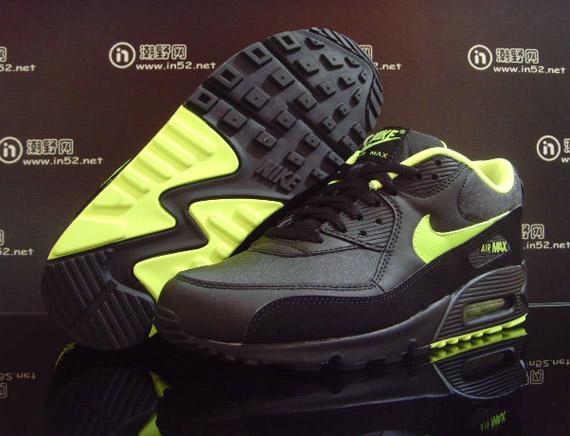 air-max-90-black-volt-splatter-1