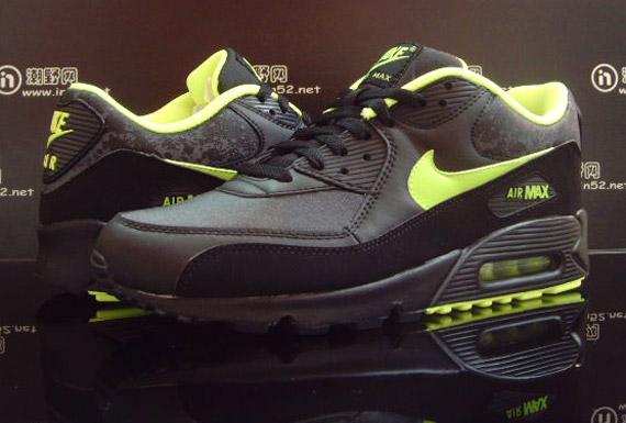 air-max-90-black-volt-splatter-2