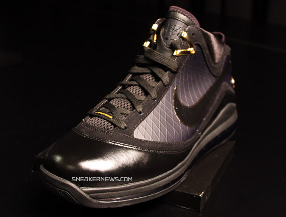all black lebron 7