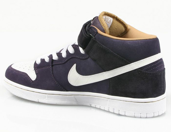 dunk-mid-sb-abyss-01