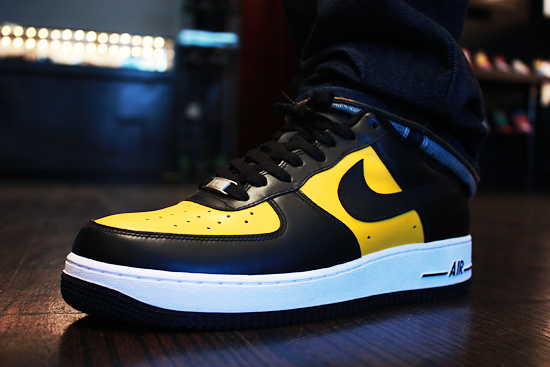 nike air force one black and yellow