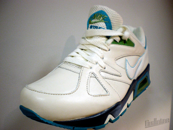 Nike-Structure-Wmns-Spring-2010-1