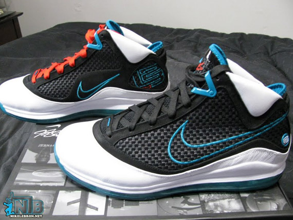 nike-air-max-lebron-VII-red-carpet-detail-11