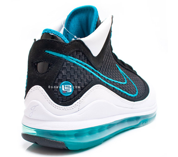 nike-lebron-7-red-carpet-2