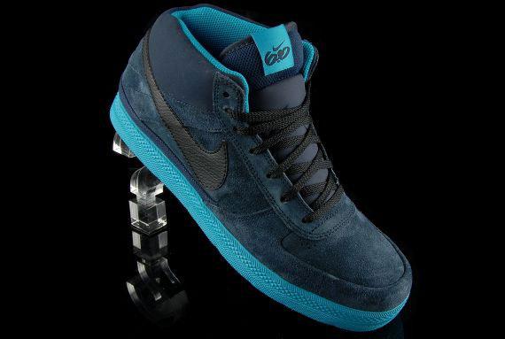 Nike 60 Mavrk Mid 2