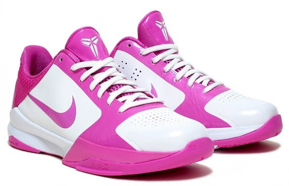 Lets take a closeup look at the pink and white Nike Zoom Kobe V GS There  have been a ton of ZKV colourways already but none of them have displayed  this