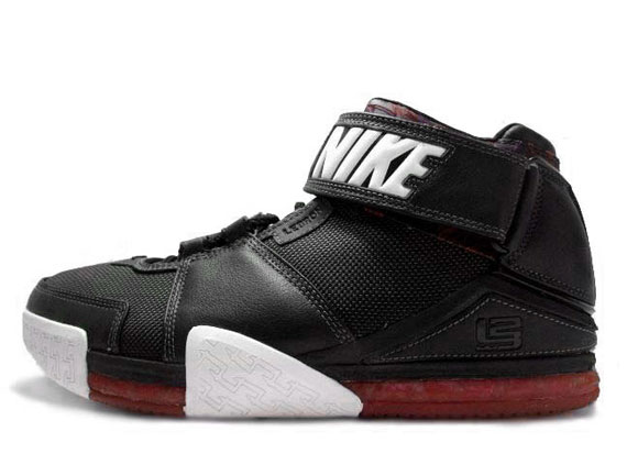 bf581e02155 Nike Zoom LeBron II (2) - SneakerNews.com