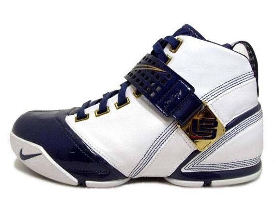 0cdf1459f9b7 Nike Zoom LeBron V (5) - SneakerNews.com