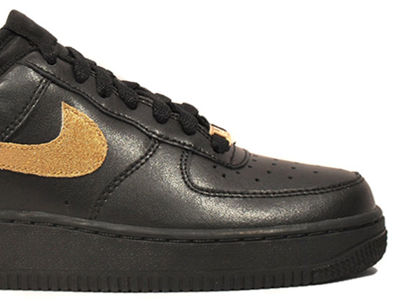 free shipping 3c1e9 953ac Nike WMNS Air Force 1 Low – Black – Metallic Gold