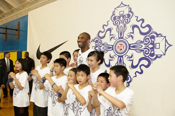 Kobe Bryant Introduces Kobe Vi China La Hoops Clinic