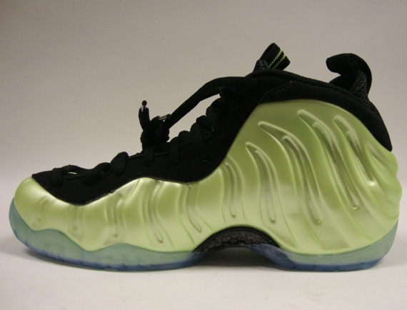 low priced 01614 7b8c7 Nike Air Foamposite Pro Electric Green - New Detailed Photos