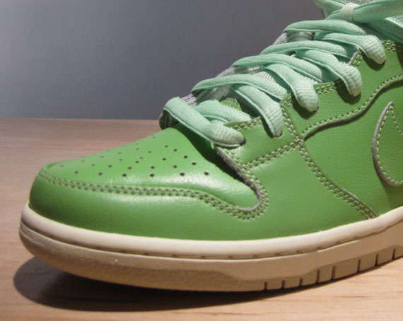 finest selection c104c 93de2 Nike SB Dunk High  Statue of Liberty  - New Images - SneakerNews.com