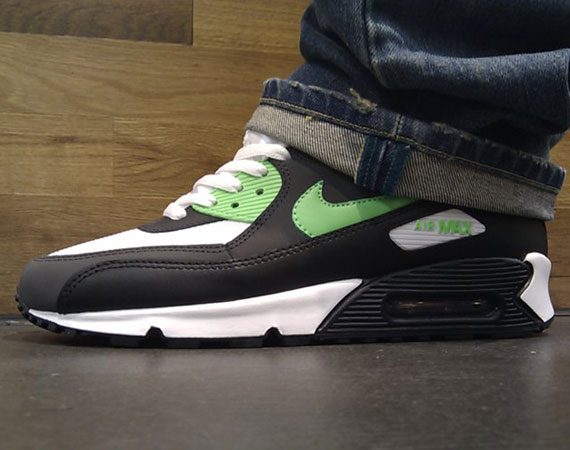 https://sneakernews.com/wp-content/uploads/2011/03/nike-air-max-90-black-neo-lime-anthracite-05.jpg