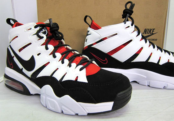 Roja De Baloncesto En Blanco Y Negro Nike Air Max CDegL