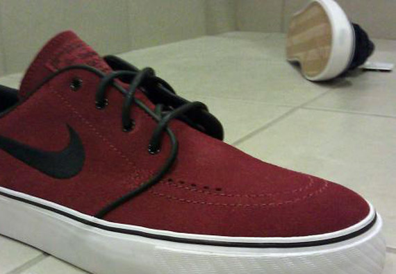 cáustico Piquete giro  Nike SB Zoom Stefan Janoski - Team Red - October 2011 - SneakerNews.com