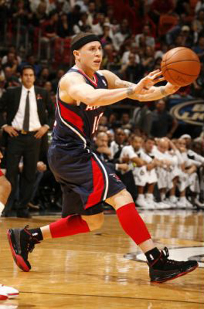 a696ae5967cf2 Mike Bibby s Greatest Sneaker Moments   Complex - SneakerNews.com