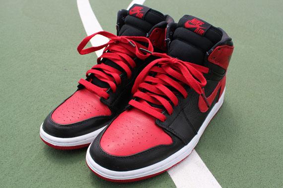 Air Jordan 1 Retro High 'Banned' 2011
