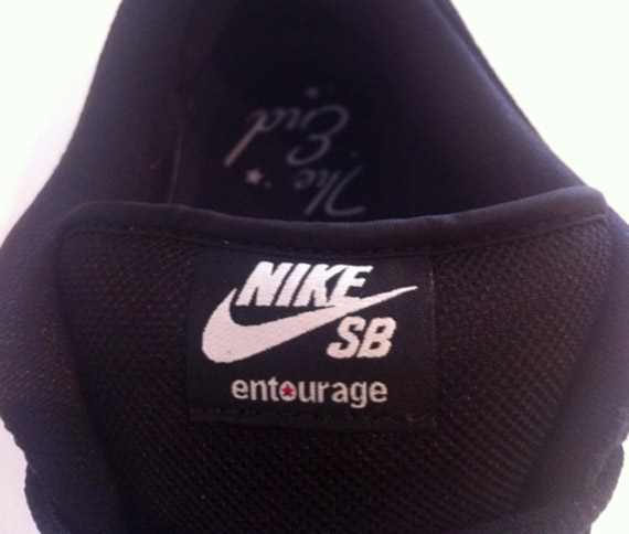 meet 3c962 56f3e Entourage x Nike SB Dunk Low  Lights Out  - SneakerNews.com