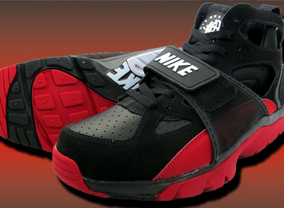 nike huarache black red