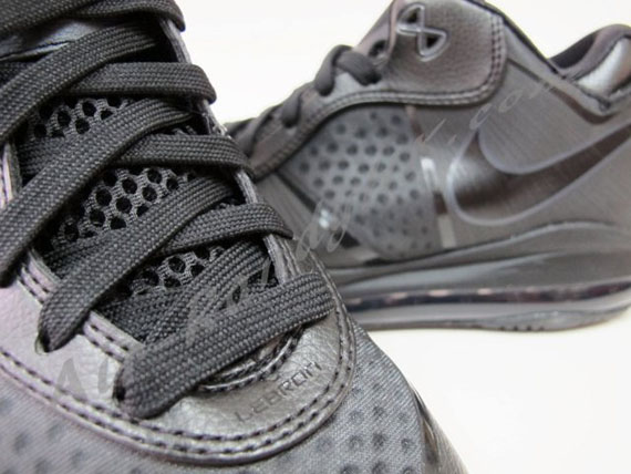 Nike LeBron 8 V/2 Low Blackout New Photos