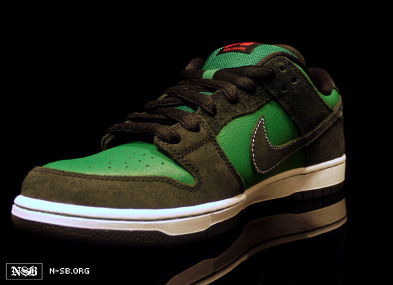on sale c85b4 39877 Nike SB Dunk Low - Black - Green - Red - Woodgrain - Sneaker