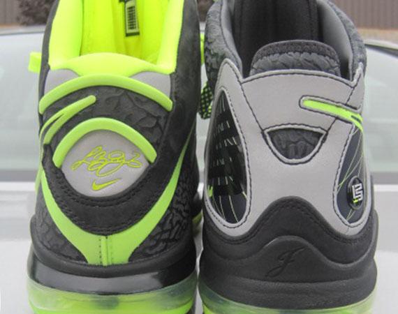 huge discount 11df9 70d07 Nike LeBron 8 vs. LeBron VII  112  Comparison
