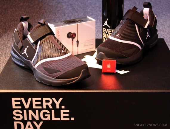 "Jordan Trunner LX 11 ""EVERY. SINGLE. DAY."" Special Edition Package"