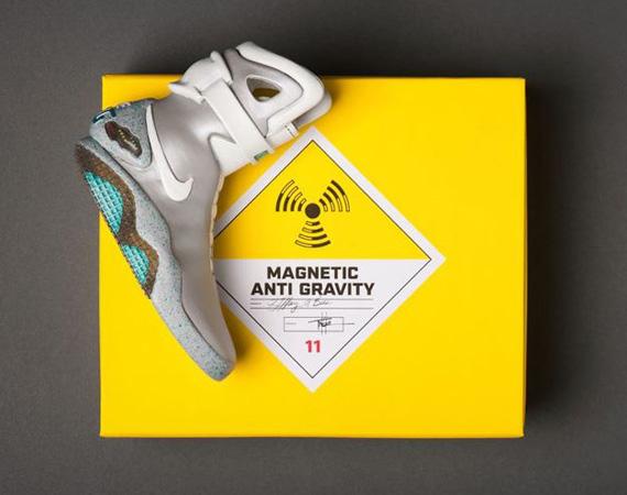 release date 8a2f1 ff8aa Nike Mag 2011 Ceramic Replica