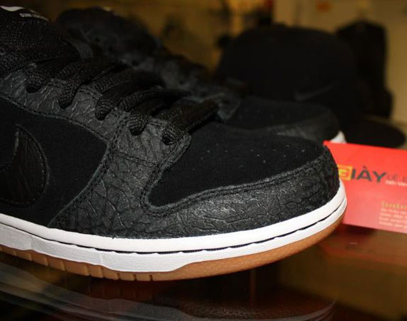 Entourage x Nike SB Dunk Low  Lights Out  - General Release Edition ... e9c70593fbf3