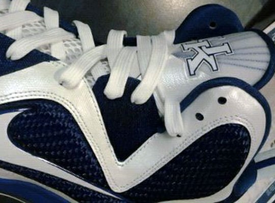 Nike LeBron 9 – Kentucky Wildcats 'Home' PE