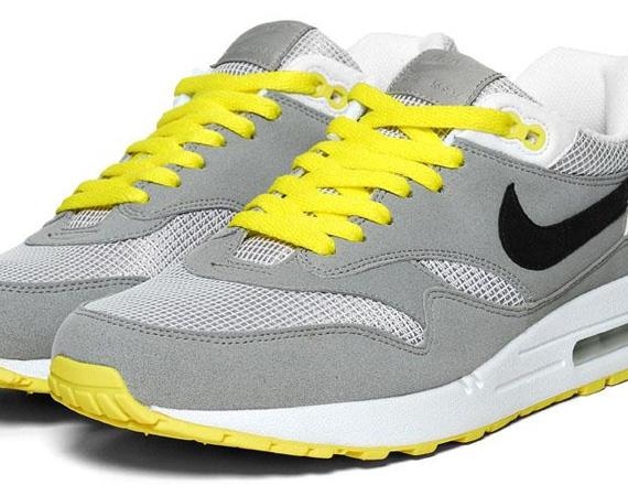 Nike WMNS Air Max 1 Medium Grey White Black Sonic