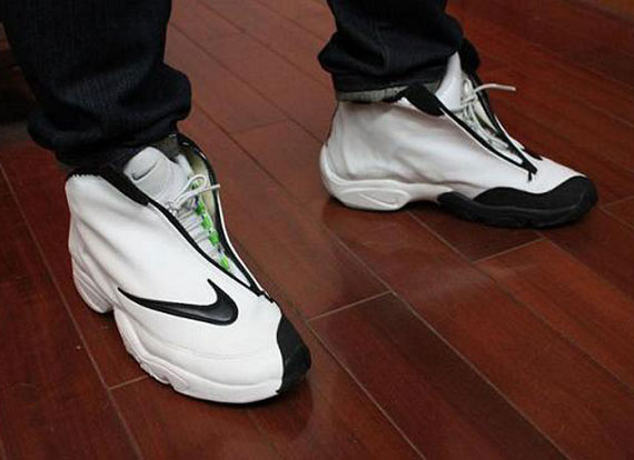 premium selection 61117 9d330 Nike Zoom Flight  98  The Glove  - Returning October 2012 - SneakerNews.com
