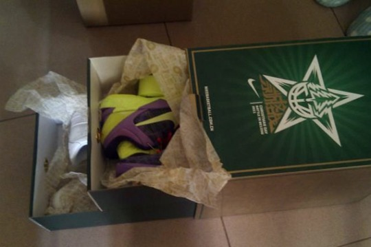 Nike Kobe VII System + Air Force 1 'Christmas Day' Pack