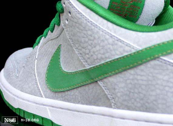 Nike SB Dunk Low 'Medusa' - SneakerNews.com